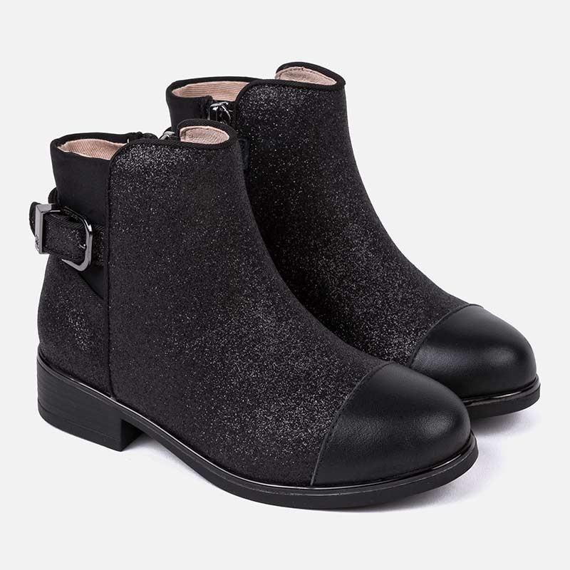 Черные демисезонные ботинки для девочки Mayoral